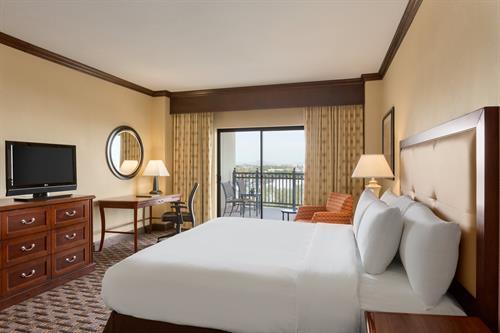 Gallery Image Hilton_Phoenix-Chandler_-_King_Room_Balcony_-_1089511.jpg