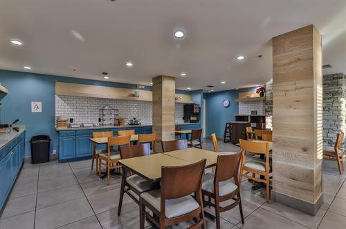 Breakfast room Country Inn & Suites Chandler