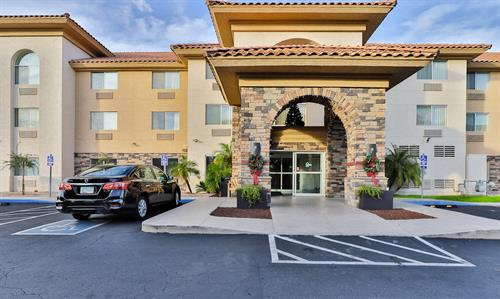Main entrance Country Inn & Suites Chandler