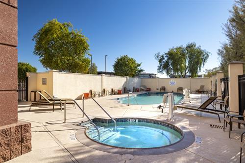 Outdoor Pool/Whirlpool