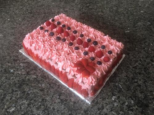 Zoé Birthday Cake (Rasberry mousse with fresh berries)