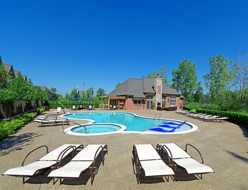 Heron Springs Luxury Resort Style Outdoor Pool & Spa