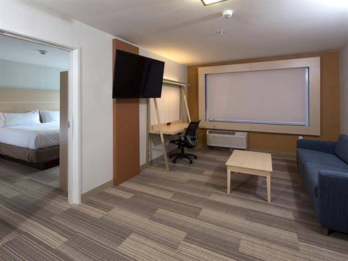 Gallery Image holiday-inn-express-and-suites-rochester-hills-_executive_suite.jpg