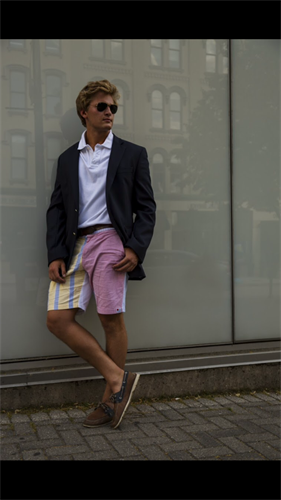 Men's shorts worn with a blazer to dress up your look