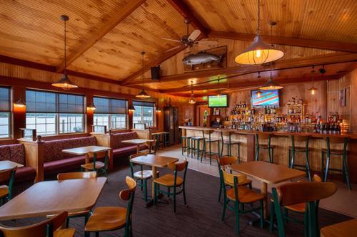 Edgewater Inn Lounge