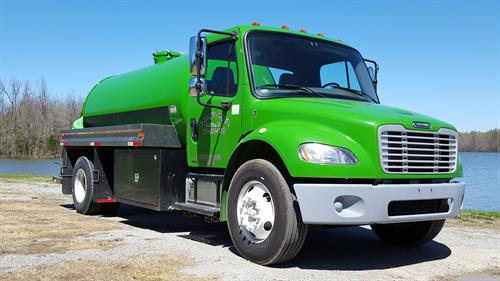 2007 Freightliner with 2600 gallon tank