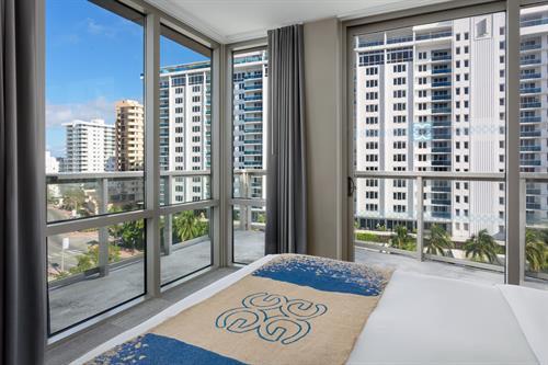 Gallery Image Gates-Miami-Guestroom-Balcony-Bed..jpg