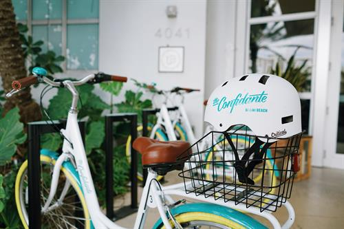Bicycle and helmet to explore Miami Beach