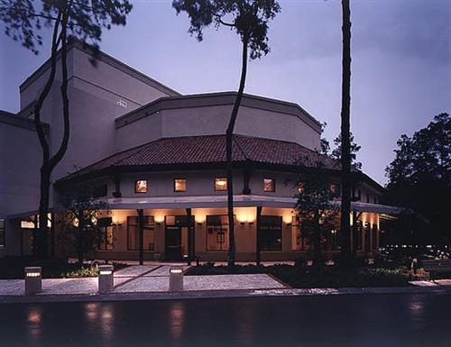 Gallery Image Theater_at_night_outside.jpg