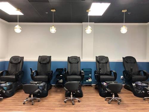 Gallery Image pedicure_chairs.jpg