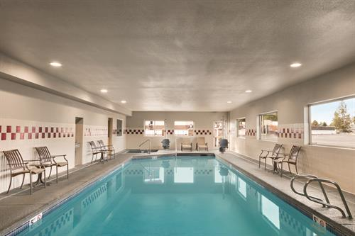 Gallery Image BEST_WESTERN_PLUS_Peppertree_Airport_Inn_-_Pool_-_1171427.jpg