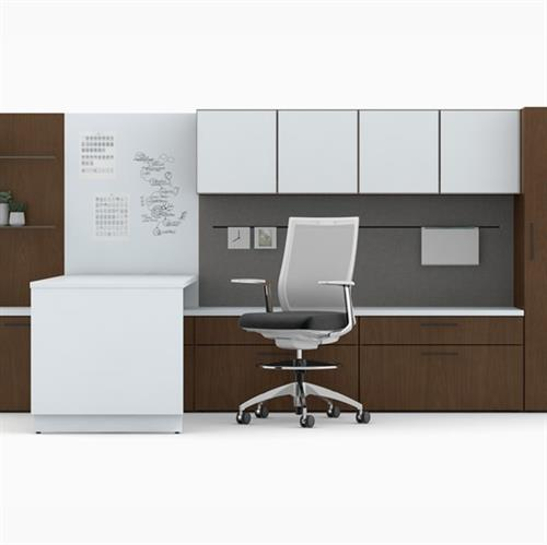 Executive offices with height adjustability