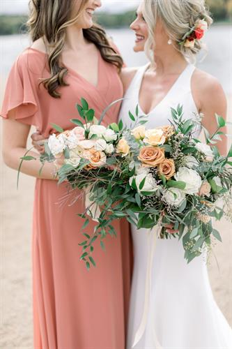 Iowa lake weddings with Lavender Blue Floral bouquets