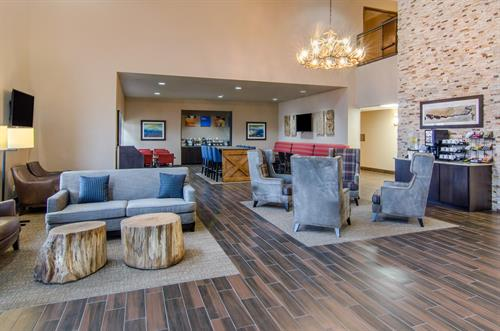Gallery Image Comfort_Inn_St_Robert_Fort_Leonard_Wood_Lobby_Seating.jpg