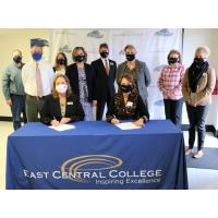Drury University and East Central College sign transfer agreement for students seeking teaching, bus