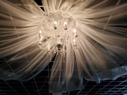Gallery Image chandelier.jpg