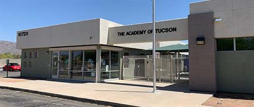 High School Campus located at 22nd and Los Reyes (East of Houghton) Houses grades 9-12.