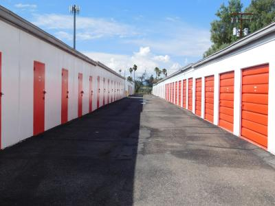 Self storage with drive-through access