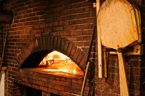 Delicious brick oven pizza and other specialites