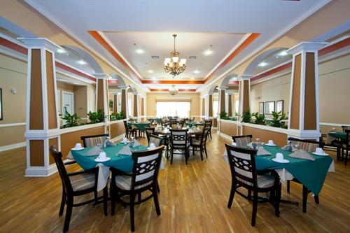 Enjoy breakfast, lunch and dinner in the Heritage Oaks Dining Room