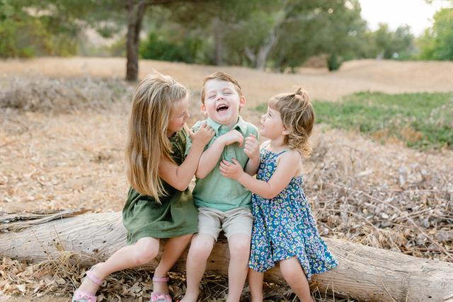 Funny Sibling Photos