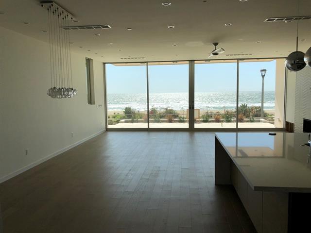 2814 The Strand open floor plan