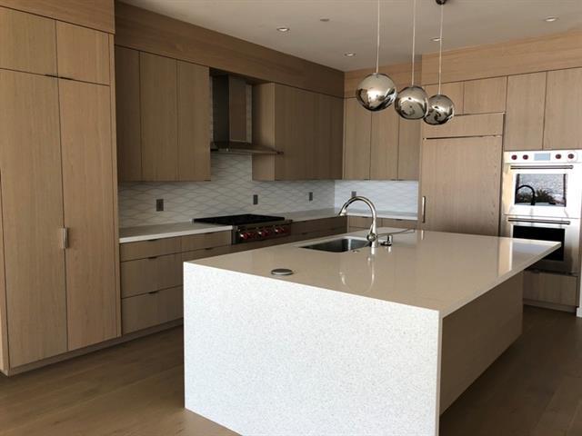2814 The Srand kitchen