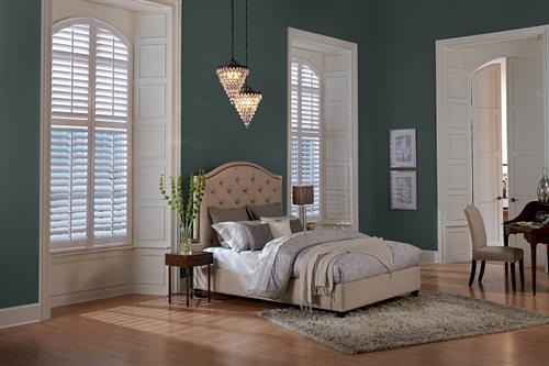 Gallery Image wood-shutters-bedroom-signature-series-2.jpg