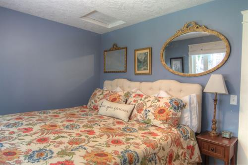 Schweitzer Room 1 king or 2 twin bed available