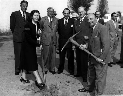 Gallery Image Chamber_of_Commerce_groundbreaking._Doyle._Andrews._Wormhondl._Stalker._Edwards.jpg