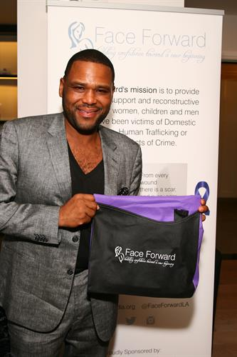 Anthony Anderson showing Face Forward some love!