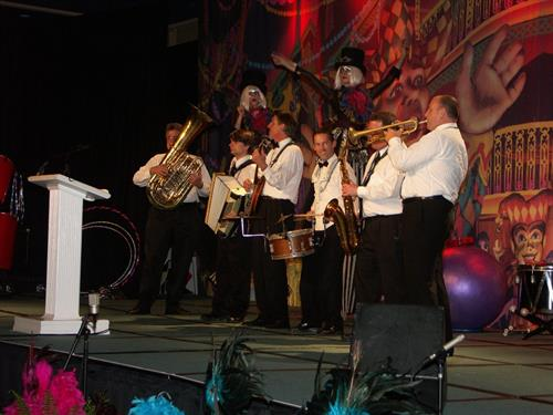 Gallery Image dixie_band_on_stage-red.jpg