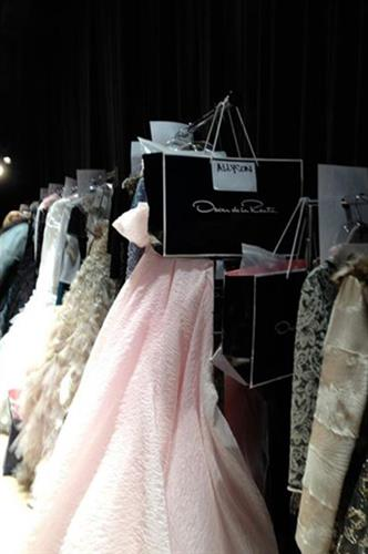 Behind the stage at Oscar de la Renta Fundraiser Beverly Wilshire - Beverly Hills