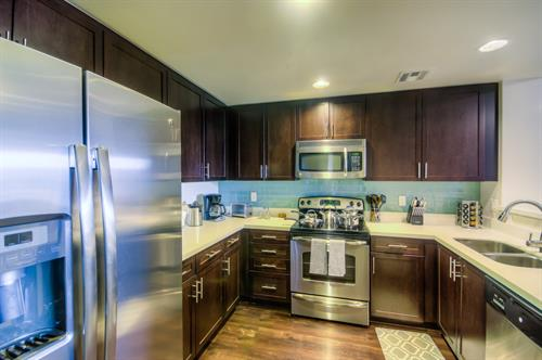 Wilshire Corridor - Full-Size Kitchen