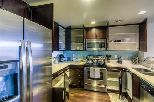 Wilshire Corridor - Full-Size Kitchen