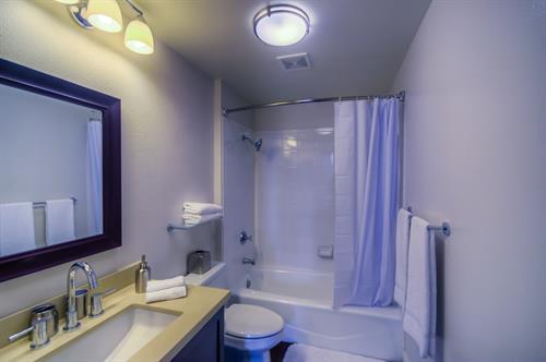 Wilshire Corridor - Guest Bathroom