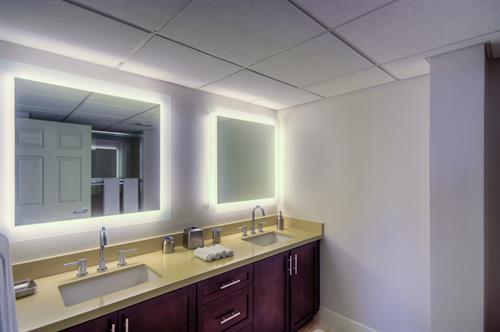 Wilshire Corridor - Master Bathroom
