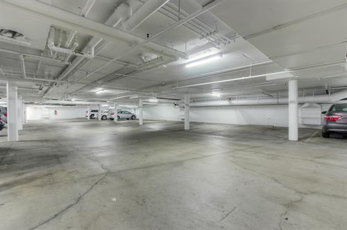 Beverly Hills 2 Bedroom - Parking Garage