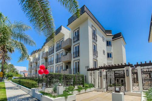 Beverly Hills 2 Bedroom - Front