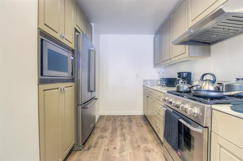 Beverly Hills 2 Bedroom - Kitchen
