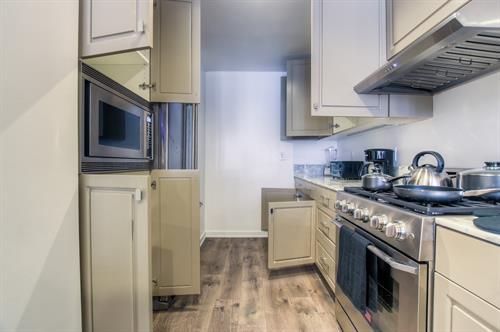 Beverly Hills 2 Bedroom - Kitchen