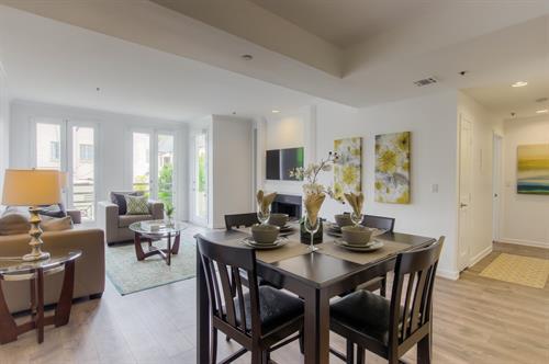 Beverly Hills 2 Bedroom - Dining Room