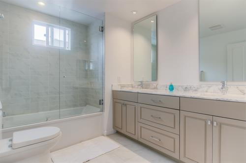 Beverly Hills 2 Bedroom - Master Bathroom