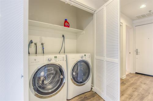 Beverly Hills 2 Bedroom - In Unit Washer/Dryer