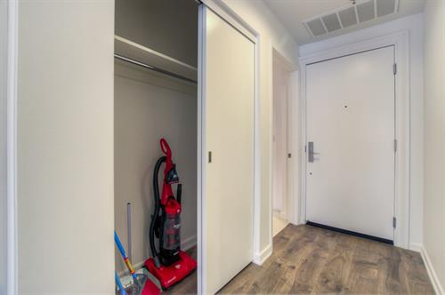 Beverly Hills 2 Bedroom - Closet
