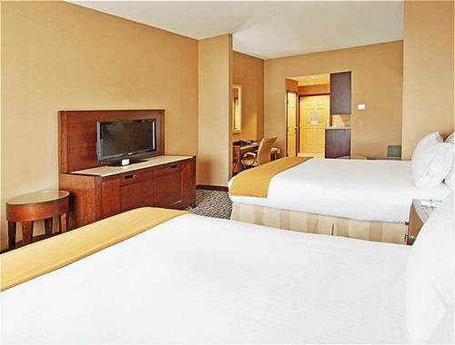 Two Queen Bed Jr. Suite