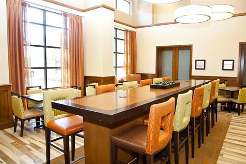 Dining Area/ Lobby
