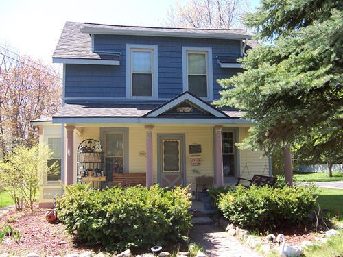 Cozy Clinton Cottage- 302 Clinton