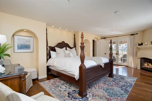 Vista Del Oceano: master bedroom at this stunning San Clemente rental home.
