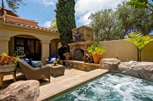 Vista del Oceano: San Clemente luxury rental home with patio and hot tub.